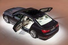 Nouveau BMW de luxe salle de 7 séries à l'IAA 2015 Photos stock