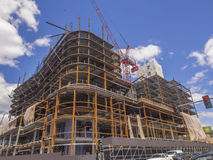 Nouveau bâtiment commercial montant Images libres de droits