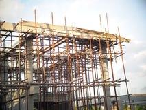Nouveau bureau ou maison urbaine construisant en construction Images libres de droits