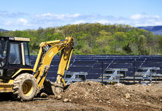 Nouveau champ solaire en construction Images stock