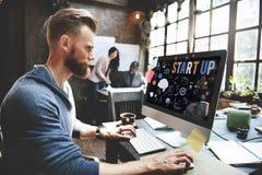 Nouveau concept de démarrage de développement de lancement d'affaires images stock