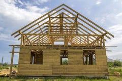 Nouveau cottage des matériaux écologiques naturels de bois de charpente sous le constru image stock