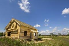 Nouveau cottage traditionnel écologique en bois de compagnon naturel de bois de charpente image stock