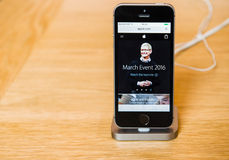 Nouveau dernier smartphone de Se d'iPhone d'Apple à partir des ordinateurs Apple Image libre de droits