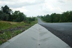 Nouveau drainage d'assiette de la route et de précipitation exceptionnelle Drainage de précipitation exceptionnelle pour le drain photo stock