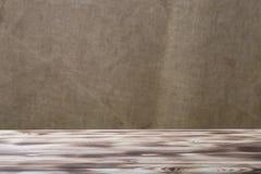 Nouveau fond de conseil en bois et de toile de jute photographie stock libre de droits