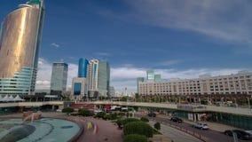 Nouveau hyperlapse de timelapse de district des affaires de pont en capitale de Kazakhstan à Astana banque de vidéos
