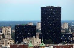 Nouveau métal et d'affaires de bâtiments centre ville en verre noir dedans de Zagreb Photos stock