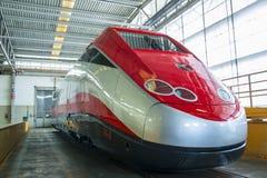 Nouveau modèle ETR 500 de train prêt à sortir de l'atelier Photographie stock libre de droits