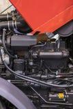 Nouveau moteur tracteur diesel agricole moderne Nouveau moteur de pointe moderne de chargeur ou de petit tracteur Vue supérieure  image libre de droits