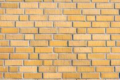 Nouveau mur de briques brunâtre image stock