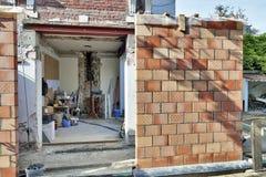 Nouveau mur pour une extension moderne photos stock