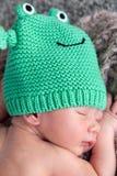 Nouveau-né avec la calotte image stock