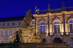 Nouveau palais de Bayreuth par nuit Image stock