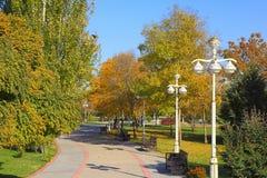 Nouveau parc dans les montagnes Ashkhabad Le Turkménistan photographie stock libre de droits