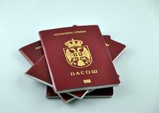 Nouveau passeport serbe photographie stock libre de droits