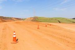 Nouveau paysage de terrassements de route de construction Image stock
