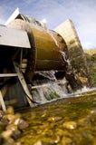 Nouveau petit moulin de roue d'eau Photographie stock libre de droits