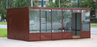 Nouveau petit pavillon commercial préfabriqué vide photos stock