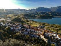 Nouveau pont à Ronda, un des villages blancs célèbres en Andalousie images libres de droits