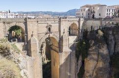 Nouveau pont au-dessus de rivière de Guadalevin à Ronda, Malaga, Espagne Popula photographie stock