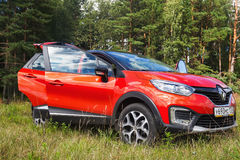 Nouveau Renault Kaptur avec des portes ouvertes photographie stock libre de droits