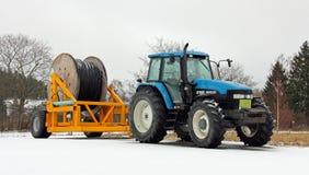 Nouveau tracteur de la Hollande 8160 avec le cable électrique sur la remorque Images libres de droits