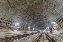 Nouveau tunnel de chemin de fer en montagnes carpathiennes, Ukraine Images libres de droits