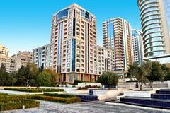 Nouveaux bâtiments à Bakou Images libres de droits