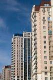 Nouveaux bâtiments à plusiers étages residental dans le nouveau secteur à Minsk photos libres de droits