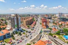 Nouveaux bâtiments de Pristina aériens Photos stock