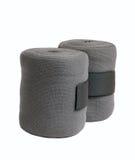 Nouveaux bandages gris de tricots de cheval d'isolement sur le blanc Image stock