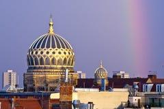 Nouveaux dôme et arc-en-ciel de synagogue de Berlin à Berlin, Allemagne Photo stock