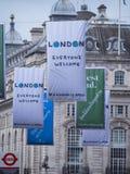 Nouveaux drapeaux de Londres dans les rues - chacun accueil Photo libre de droits