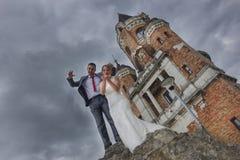 Nouveaux mariés et tour Gardos Image stock