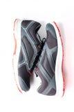 Nouveaux noir et rouge sans marque de couleur de chaussure de course Photos stock