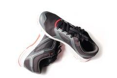 Nouveaux noir et rouge sans marque de couleur de chaussure de course Image stock