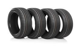 Nouveaux pneus de voiture d'isolement sur le fond blanc Images stock