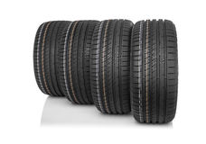 Nouveaux pneus de voiture d'isolement sur le fond blanc Image libre de droits