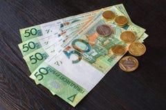 Nouveaux roubles biélorusses après dénomination - billets de banque et pièces de monnaie Images stock