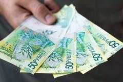 Nouveaux roubles biélorusses après dénomination dans des mains Photos libres de droits