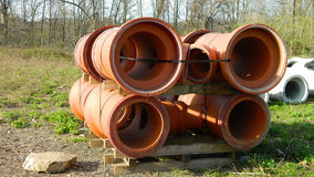 Nouveaux tuyaux de drainage Photos stock