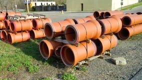 Nouveaux tuyaux rouges de drainage Photos libres de droits