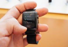Nouvel Apple observent la série 3 contacts APP de numéro de téléphone de nombre de cadran images stock