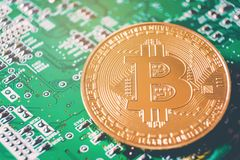 Nouvel argent virtuel de Bitcoins sur des circuits image libre de droits