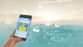 Nouvel avis d'email au téléphone portable photos libres de droits