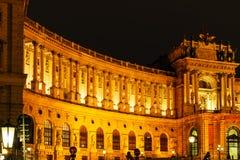 Nouvel château ou aile du Burg 1913 de Neue de Hofburg la nuit, Vienne, photo libre de droits