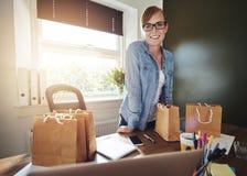 Nouvel entrepreneur féminin réussi images stock