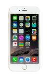 Nouvel iPhone 6 d'Apple avec l'affichage d'écran d'IOS 8 d'isolement Photographie stock libre de droits