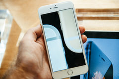 Nouvel iPhone 6 d'Apple et iPhone 6 plus Images libres de droits